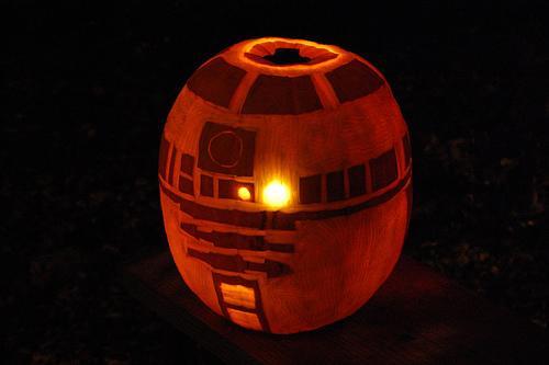 r2d2 pumpkin Nerdy Pumpkin Carving Ideas