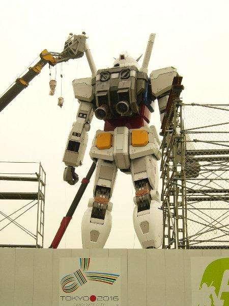 http://www.walyou.com/blog/wp-content/uploads/2009/06/gundam-statue-3.jpg