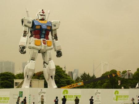 http://www.walyou.com/blog/wp-content/uploads/2009/06/gundam-statue-4.jpg