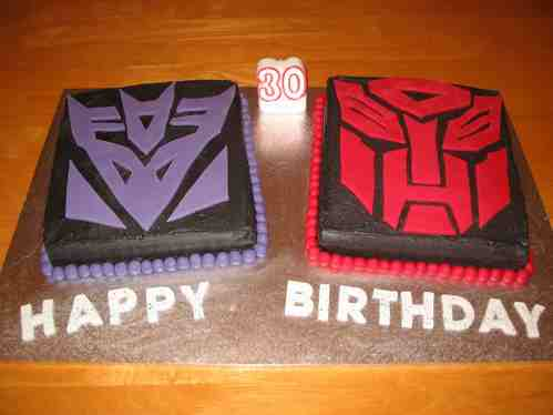 http://www.walyou.com/blog/wp-content/uploads/2009/08/delicious-transformers-cakes7.jpg