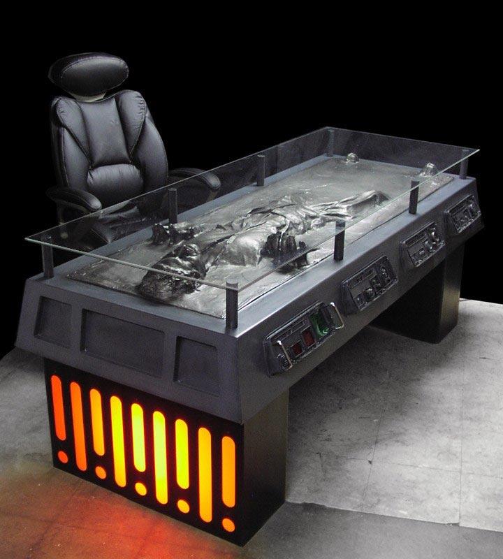 Escrivaninha dos Vingadores Han-Solo-Carbonite-Desk1