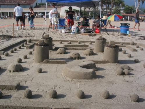pacman game sand sculpture