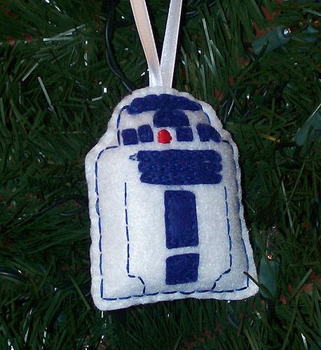 robotic r2d2 felt ornament