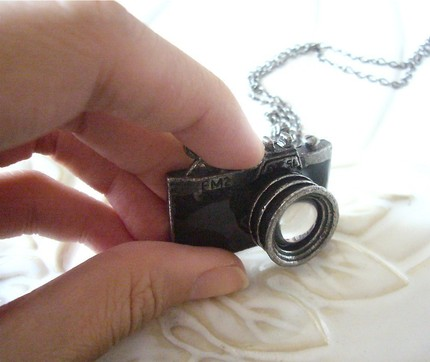 Camera Necklace 1 The Silver Camera Brings Bling To Photography