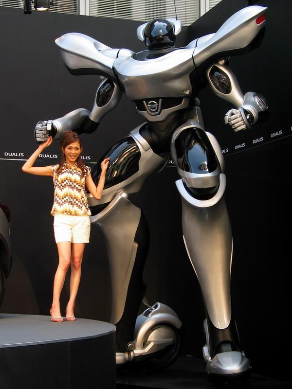 nissan dualis robot sculpture image