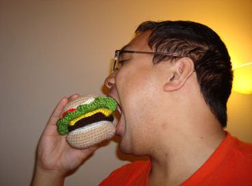crochet art of cheeseburger