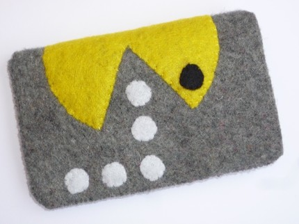 pacman iphone pouch