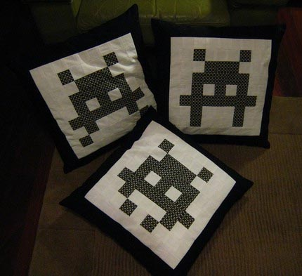 space-invaders-cushions