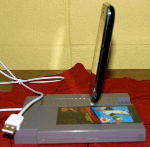 nes cartridge iphone dock is cool