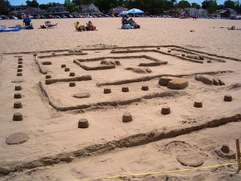 pacman-sand-sculpture