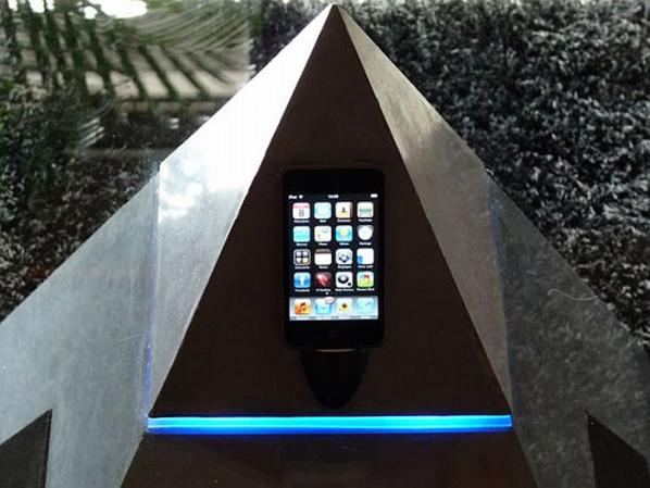 Pyramid Shaped Coffee Table-cum-iPod Dock (4)