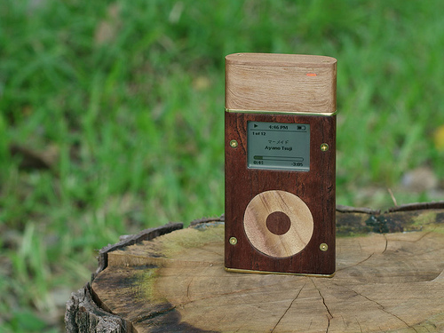 wooden ipod with itrip