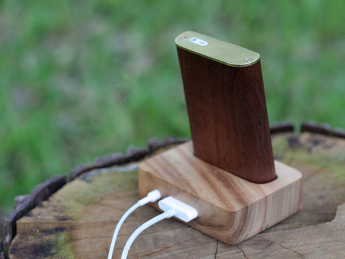 wooden ipod with mini dock