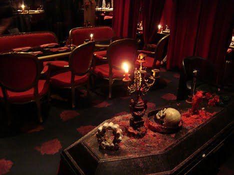 geek bars restaurants vampire cafe tokyo 3
