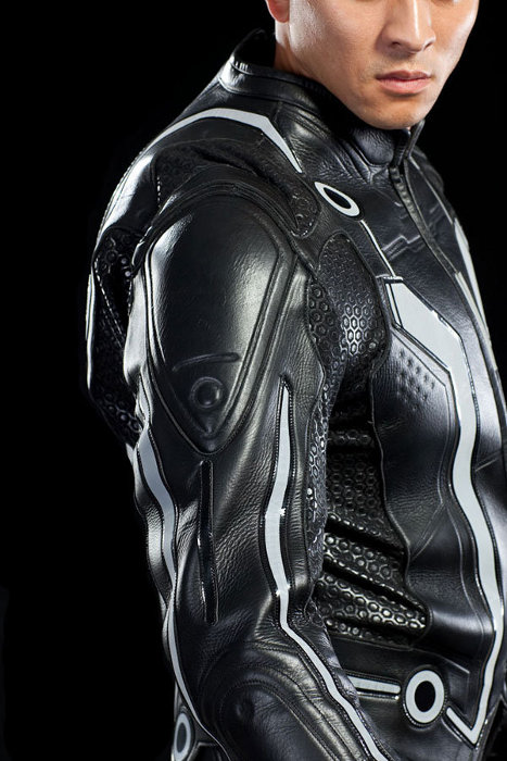 I could even see it making a good Halloween costume assuming you donu0027t melt from the heat anyway.  sc 1 st  Walyou & TRON Motorcycle Suit Looks Straight From the Movie | Walyou