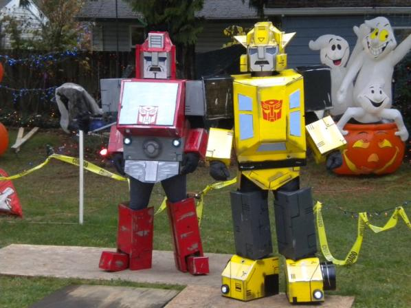 Life sized optimus prime statue stands at 22 feet walyou bumblebee iron hide transformers costumes cardboard halloween 2010 solutioingenieria Choice Image